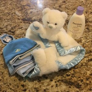 Baby Boy 7-Piece Hat, peek a Bear, Aveeno bath NEW